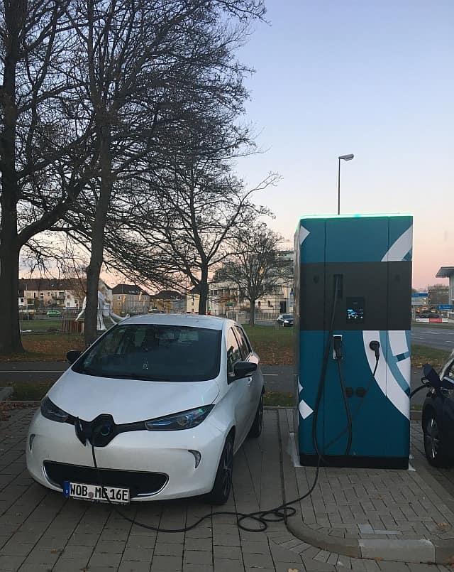 Renault Zoe an mobiler Ladesäule - noch alles bestens