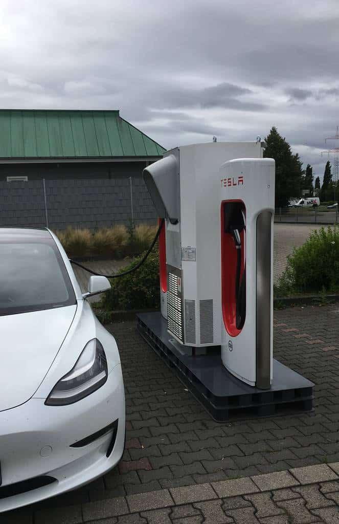 Model 3 am Palettenlader Kamen: 10 Dinge, die man von Tesla lernen könnte