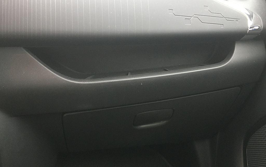 Handschuhfach mit manueller Bedienung im Renault Zoe