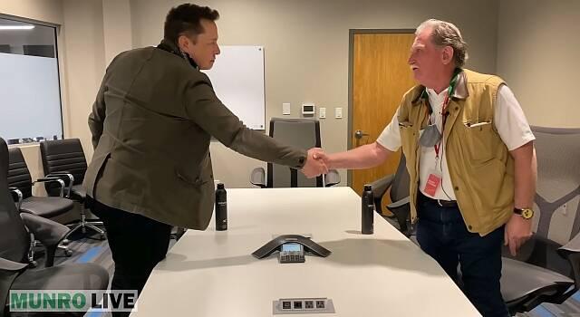 Elon Musk und Sandy Munro