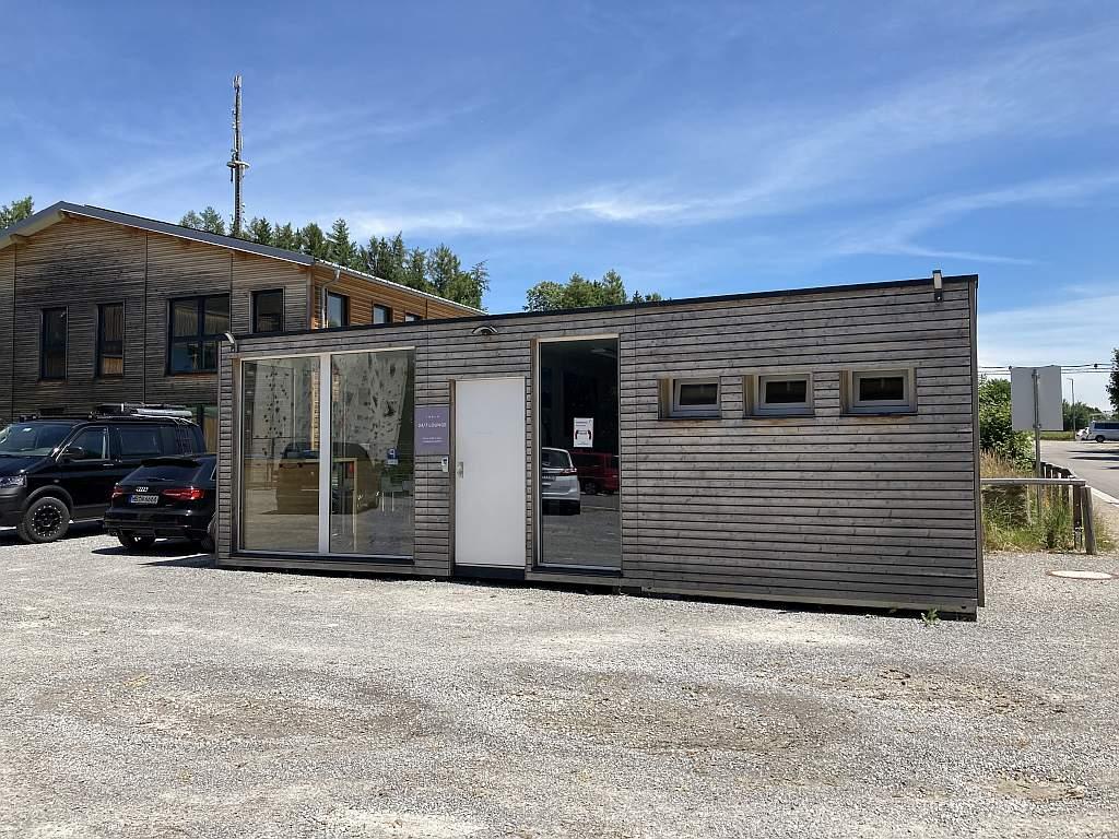 Tesla-Lounge in Weyarn