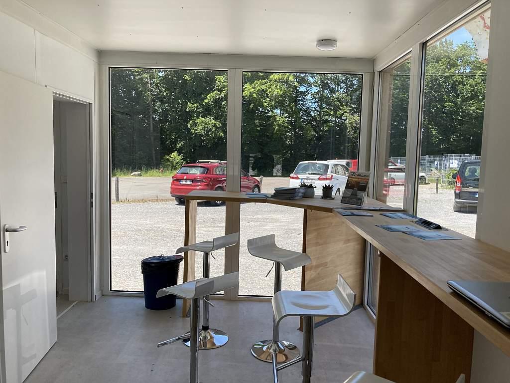 Tesla-Lounge Weyarn von innen